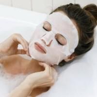 """Тканевые маски для лица: чудо-средство или """"пшик""""?"""